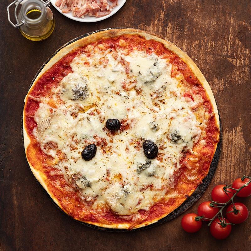 Pizza-italienne-faite-maison-Azzuro-La-Tour-de-Pise