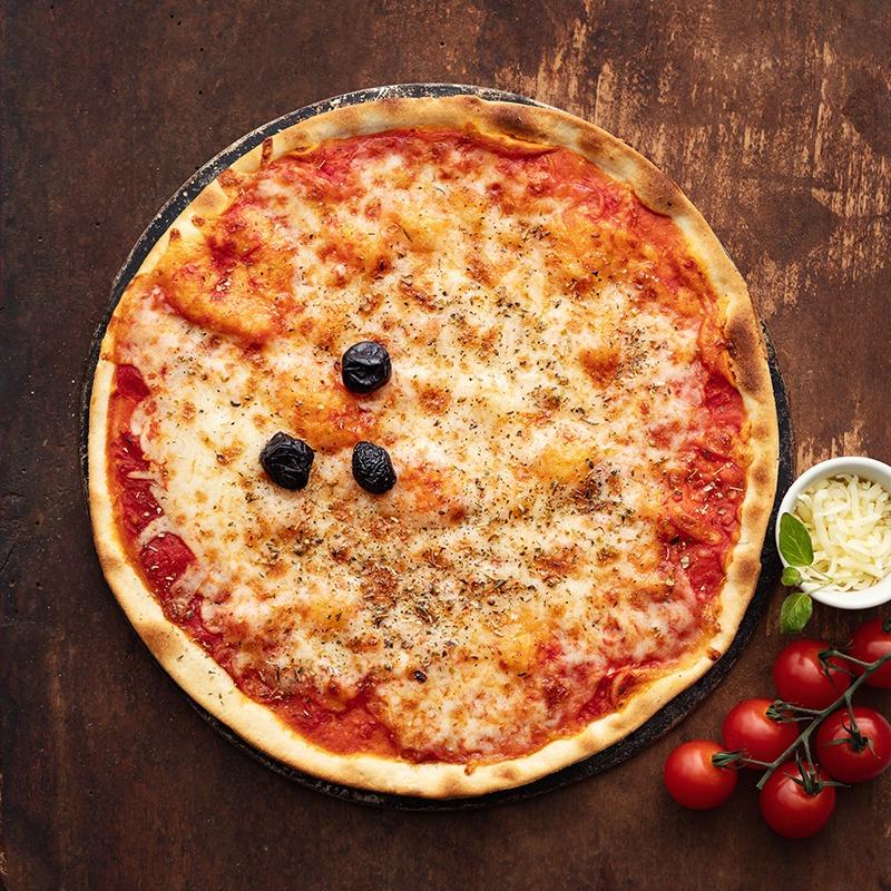 Pizza-italienne-faite-maison-Margarita-La-Tour-de-Pise