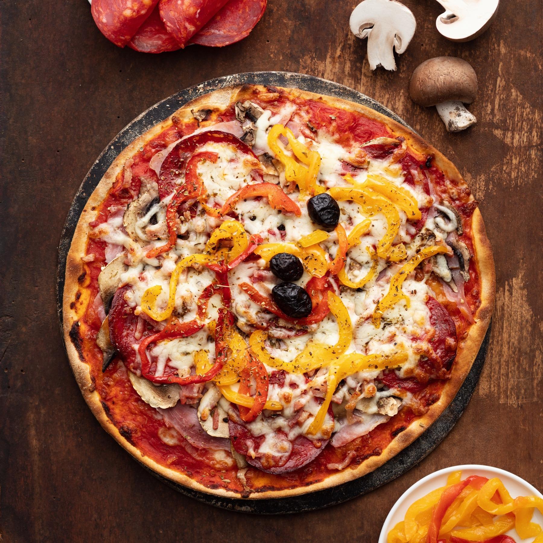Pizza-italienne-faite-maison-Pise-La-Tour-de-Pise