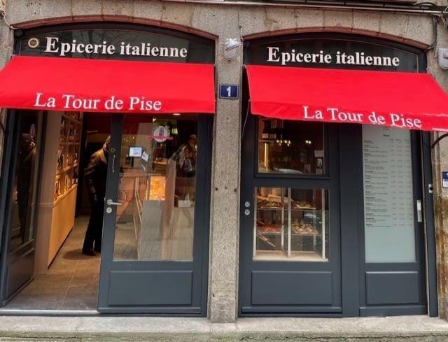 Photo de l'entrée de la Tour de Pise à Rennes