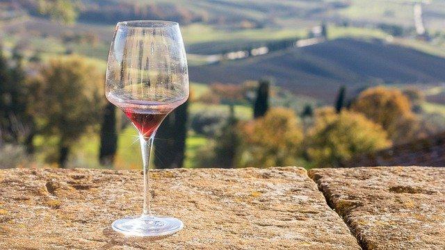 Photo d'un verre de vin sicilien